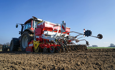 Hydraulics, cooling, lubricating: The plough in the field of vision.